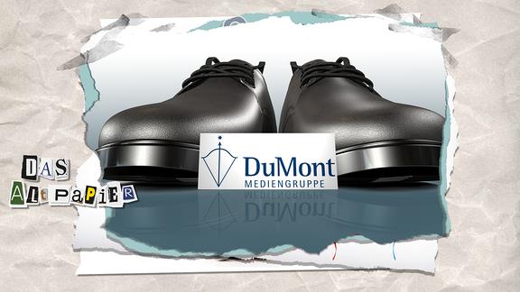 Collage zur Medienkolumne Das Altpapier vom 28. Februar 2019: Großes Paar Schuhe, davor ein kleines Schild mit dem Logo von DuMont.