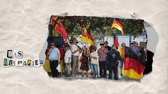 Teasergrafik Altpapier vom 21. August 2018: Demonstranten mit Deutschlandfahnen und je einem schwarzem Balken vor den Augen, um Personen unkenntlich zu machen.