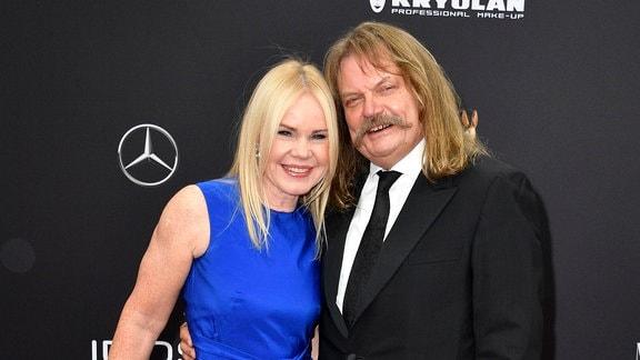 Leslie Mandoki mit Ehefrau Eva Mandoki bei der 71. Bambi-Verleihung