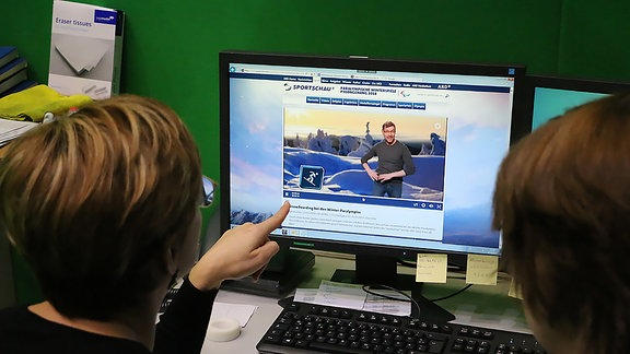 """Ein kurzer Check: Wie hat der Gehörlose Matthias """"Snowboarding"""" im Sportschau-Clip gebärdet, den der MDR extra für die Paralympics produziert hat?"""