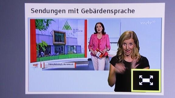 Eine Sendung mit Gebärdensprache wird im Vollbild auf einem HbbTV-Bildschirm abgerufen.