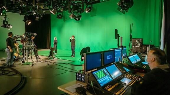 Das große Studio 1 des MDR in Leipzig während der DGS-Produktion.
