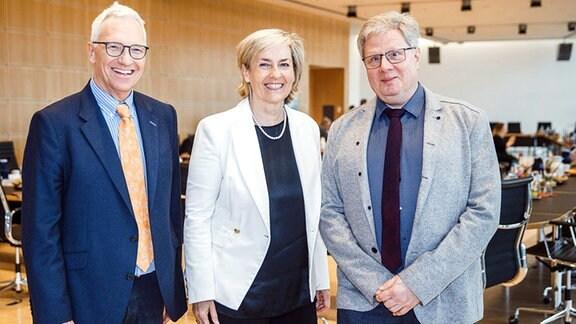 von links nach rechts: Georg Schmolz, Prof. Dr. Karola Wille und Prof. Dr. Thomas Kahlisch
