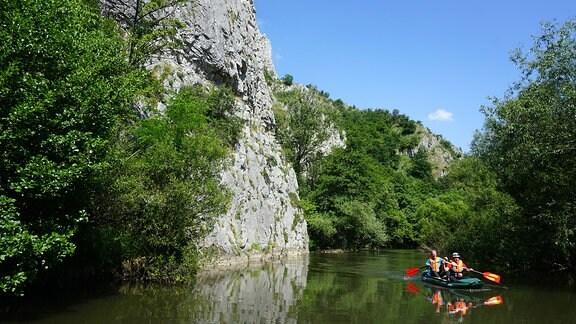 Mit dem Schlauchboot durch den Canyon der Nera.