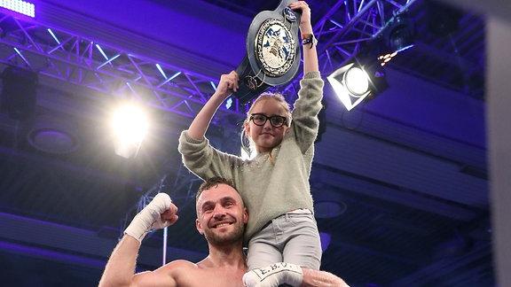 Dominic Bösel boxt gegen Timy Shala