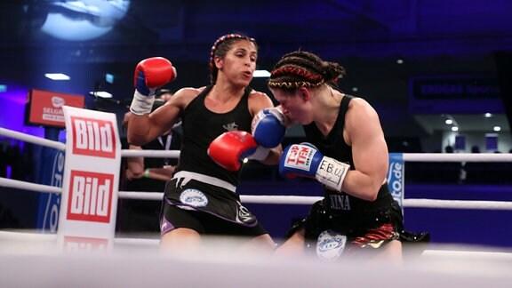 Nina Meinke boxt gegen Helene Lascombe