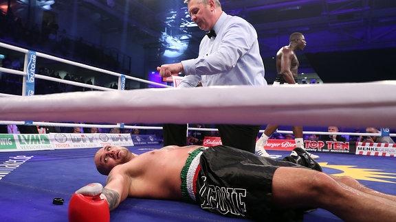 Peter Kadiru boxt gegen Vincenzo Arangio Febbo