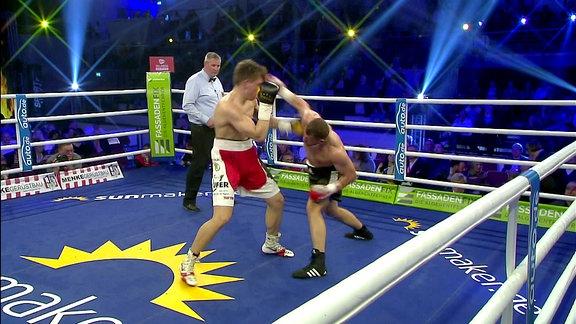 Tom Dzemski boxt gegen Josef Jurko