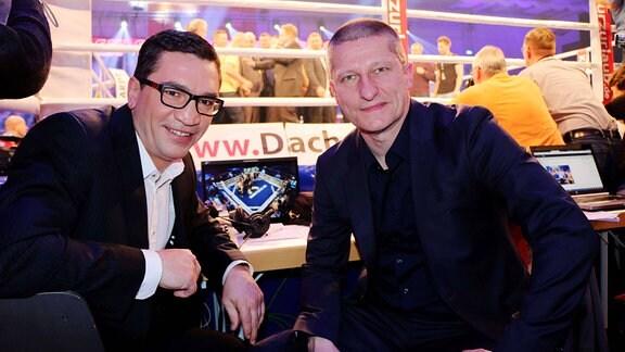 Die beiden Boxer Markus Beyer und Eik Gallay vor einem Boxring