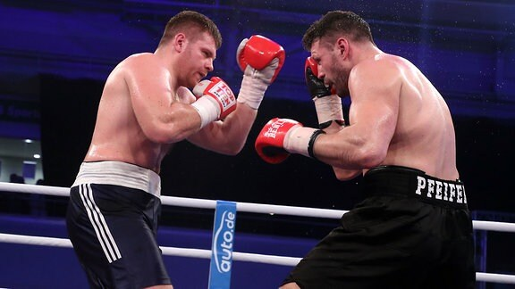 Erik Pfeifer boxt gegen Konstantyn Dovbyshchenko