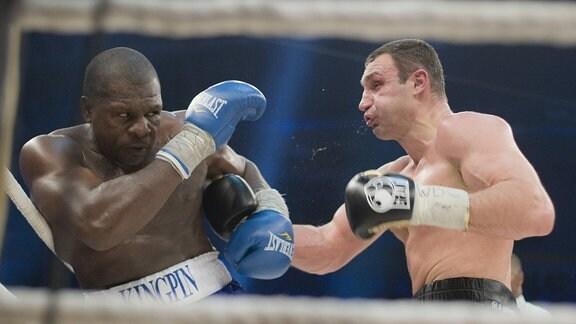 Vitali Klitschko (Ukraine, re.) vs. Kevin Johnson (USA)