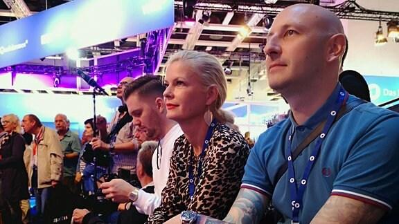 Brisant-Redaktionsleiterin Annette Mugrauer und BRISANT-Produktionsleiter Kay Eckhardt auf der IFA