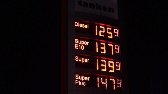 Preisanzeige an Tankstelle