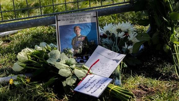 Niedergelegte Blumen und Briefe bei der Beerdigung von Prinz Philip