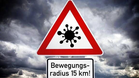 Schild mit Coronavirus-Symbol und der Aufschrift Bewegungsradius 15 km