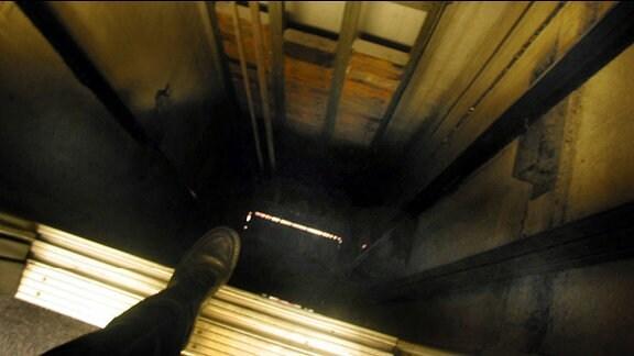 Blick in einen Fahrstuhlschacht