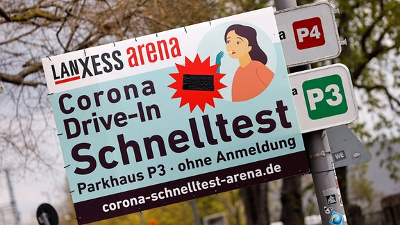 Drive-in-Teststation an der Lanxess-Arena