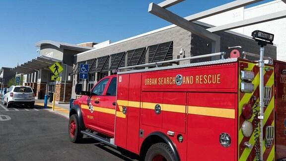 Ein Feuerwehrauto steht in der Nähe des betroffenen Gebiets nach dem Beben in Ridgecrest, Kalifornien.