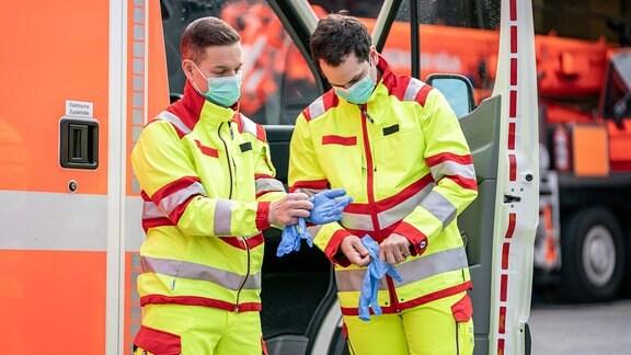 Die Feuerwehr Köln zeigt Schutzausrüstung