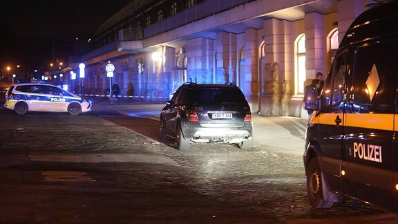 Am späten Montagabend kam es am Dresdner Hauptbahnhof zu einer Sperrung der Bayrischen Straße durch die Bundespolizei.