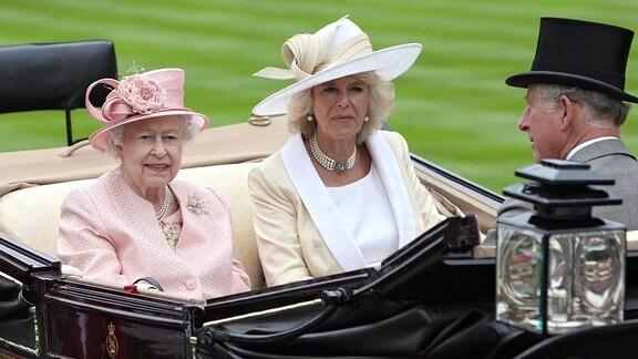 Queen Elizabeth II. mit Camilla