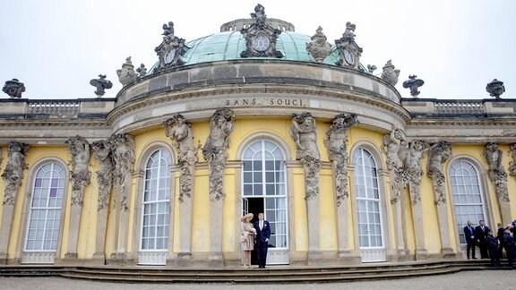 Königin Maxima und König Willem-Alexander vor Schloss Sanssouci