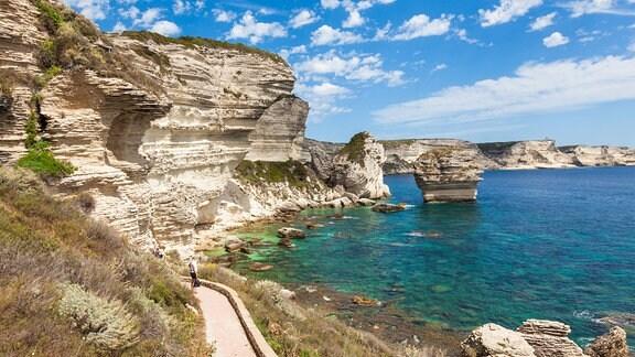 Blick auf die Felsen der Bonifacio-Küste, Insel Korsika, Frankreich