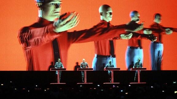 Kraftwerk beim Konzert.