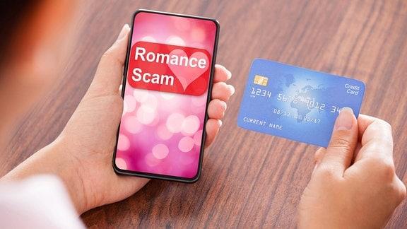 Eine Geschäftsfrau, die Zahlung auf Handy macht