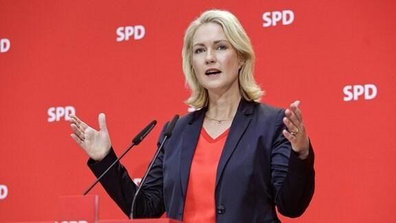 SPD-Parteivorsitzenden Manuela Schwesig während Pressekonferenz im Willy-Brandt-Haus.