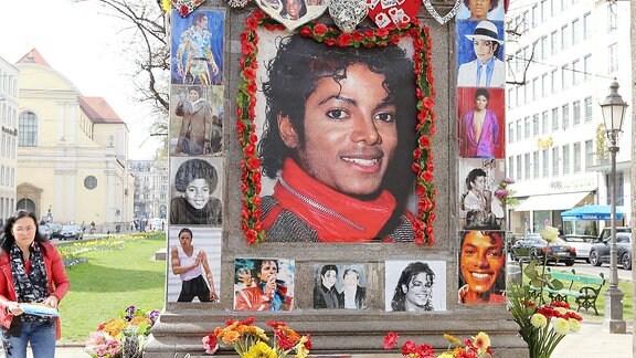 Denkmal für Michael Jackson vor dem Bayerischen Hof in München.
