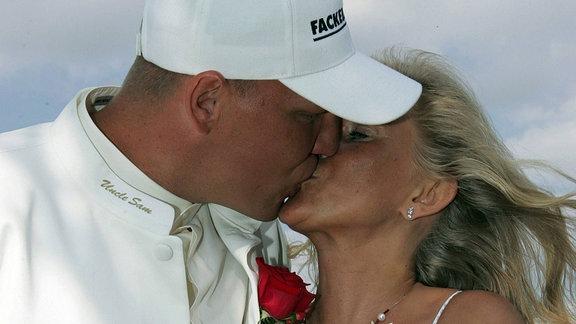 Axel Schulz und Ehefrau Patricia bei Hochzeitskuss, 2006