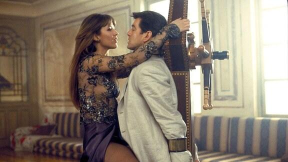 """Sophie Marceau  mit Pierce Brosnan in """"James Bond 007 - Die Welt ist nicht genug"""""""