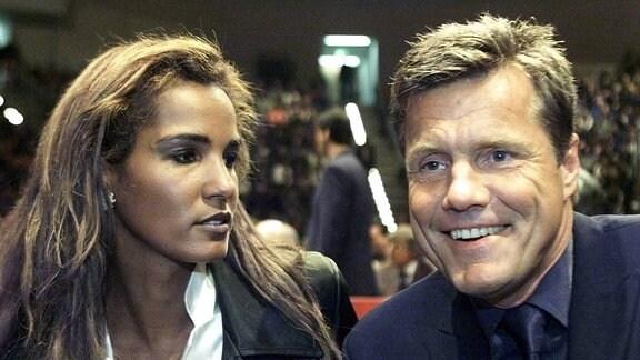 Nadja ab del Farag, links, und Dieter Bohlen während eines WBO-Boxkampfes in Hannover