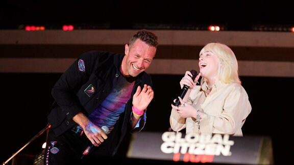 Chris Martin und Billie Eilish
