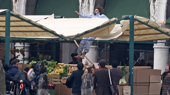 Dreharbeiten vor einem Hotel in Venedig