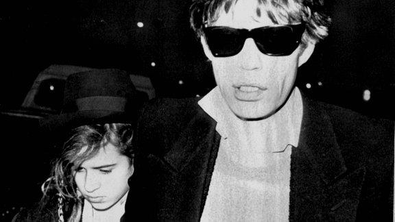 Mick Jagger mit seiner Tochter Jade im März 1984