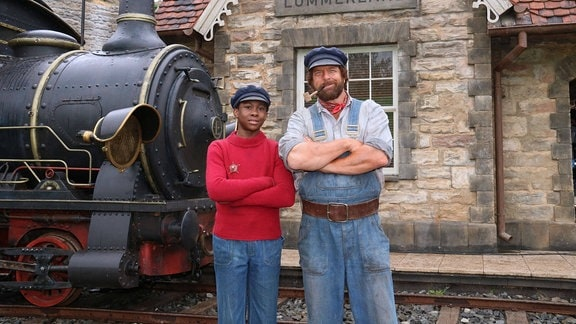 Solomon Gordon (Jim Knopf) und Henning Baum (Lukas) bei einem Fototermin während der Dreharbeiten zu Jim Knopf und die Wilde 13