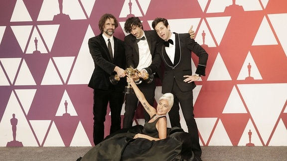 Andrew Wyatt, Anthony Rossomando, Mark Ronson und Lady Gaga beim Fototermin im Press Room in Hollywood, Los Angeles.