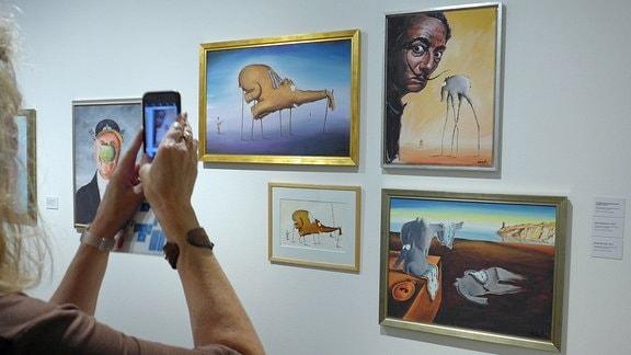 Die Kunsthalle Emden zeigt vom 22. Juni bis 22. September 2019 eine Hommage an den Emder Komiker Otto Waalkes unter dem Titel: OTTO is coming home - he kummt na huus.