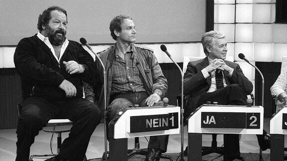 Bud Spencer, Terence Hill und Peter Weck v.li. am 03. September 1983 in Wetten, dass.. ZDF
