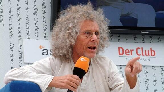 Rainer Langhans während der Veranstaltungsreihe - Das Blaue Sofa - anlässlich der Leipziger Buchmesse 2008.