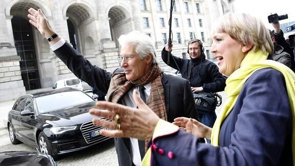 08.02.2017 Berlin Vizepräsidentin des deutschen Bundestages Claudia Roth empfaengt Schauspieler Richard Gere .