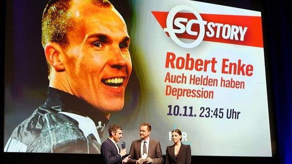 Henning Rütten, Andreas Käckell und Teresa Enke bei der Preview der NDR-Sendung Sportclub Story: Robert Enke - Auch Helden haben Depression mit anschleiߟender Podiumsdiskussion im Theater am Aegi.