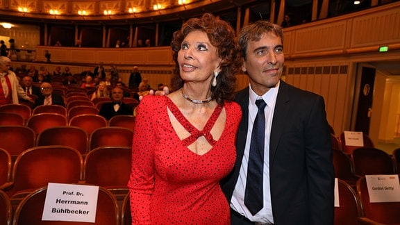 Sophia Loren und Carlo Ponti in der Wiener Oper.
