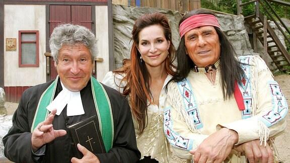 V.l.n.r. Schauspieler Volker Brandt (GER/Vater Hillmann), Alexandra Kamp (GER/Dr. Kate Brody) und Gojko Mitic (SCG/Winnetou)