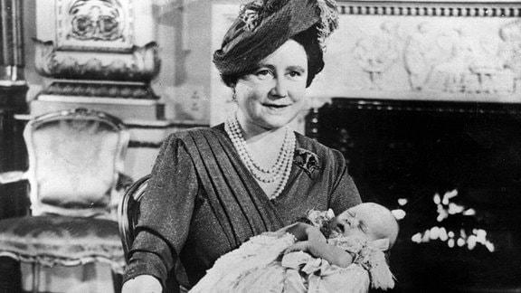 Queen Mum mit der kleinen Lady Elizabeth.