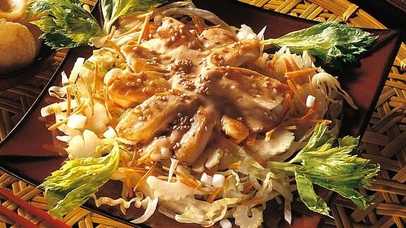 Gemüsesalat mit Hähnchenbrust