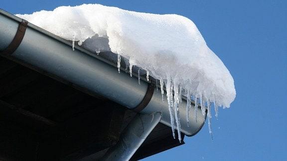 Schnee auf einem Dach