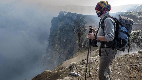 Touristin auf einem Berg